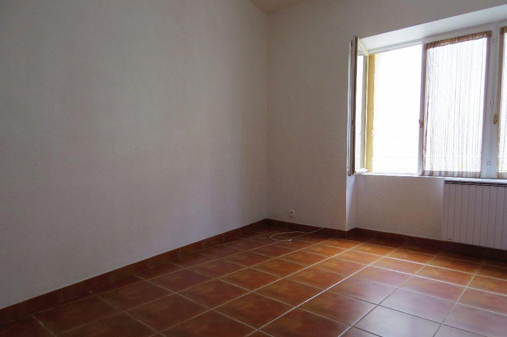 Maison à louer 4 60m2 à Dormelles vignette-4
