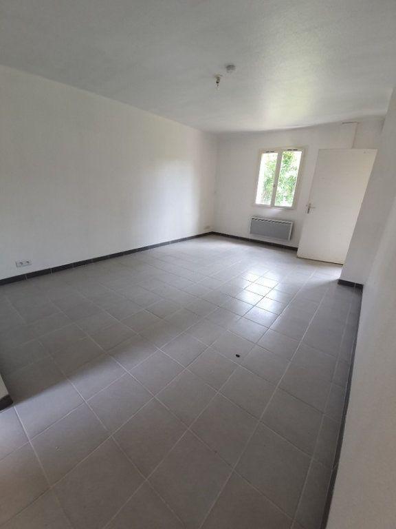 Appartement à louer 1 30m2 à Moret-sur-Loing vignette-2