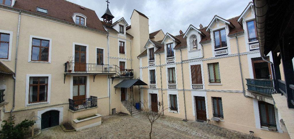 Appartement à louer 3 49m2 à Moret-sur-Loing vignette-1