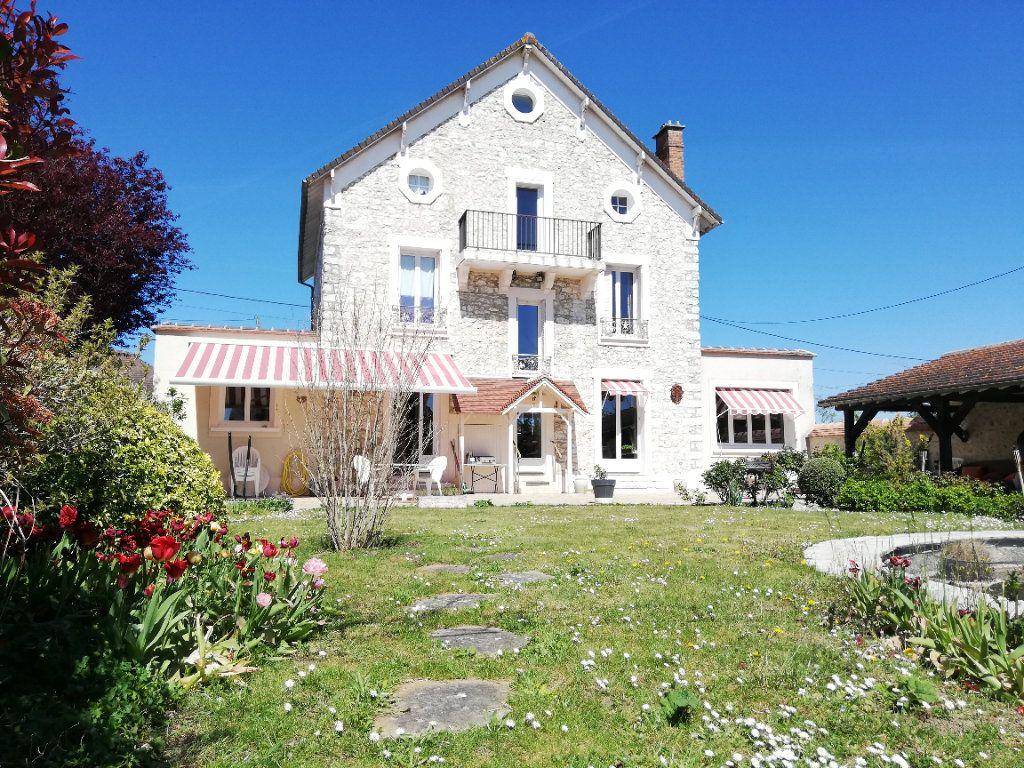 Maison à vendre 11 273m2 à Moret-sur-Loing vignette-1
