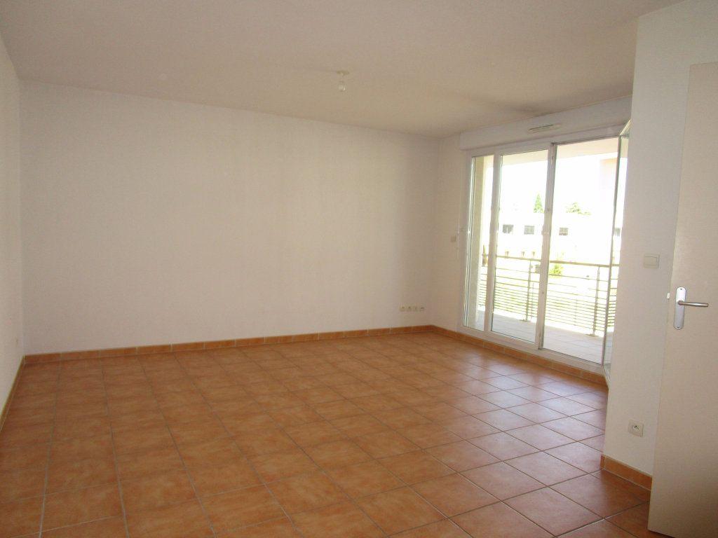 Appartement à louer 3 60.73m2 à Avignon vignette-2