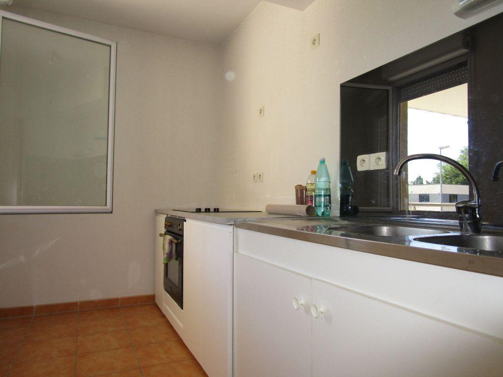 Appartement à louer 3 60.73m2 à Avignon vignette-4