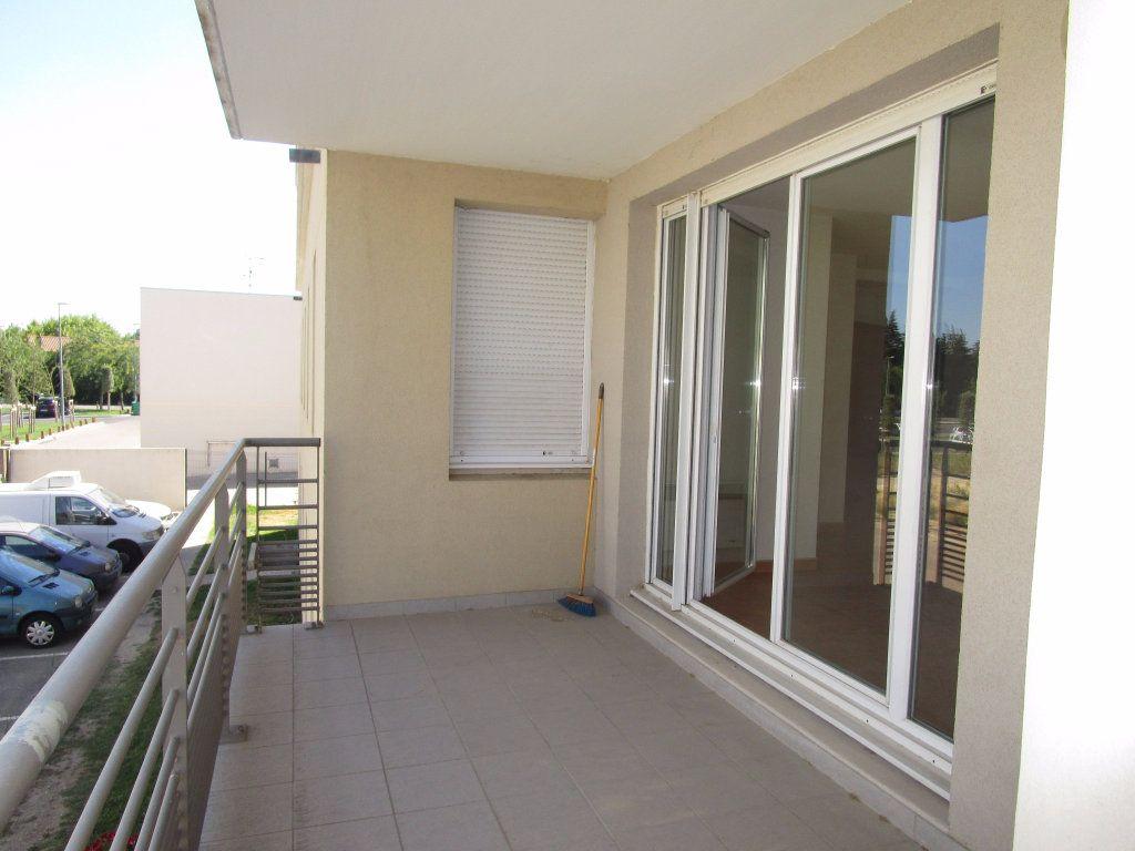 Appartement à louer 3 60.73m2 à Avignon vignette-6