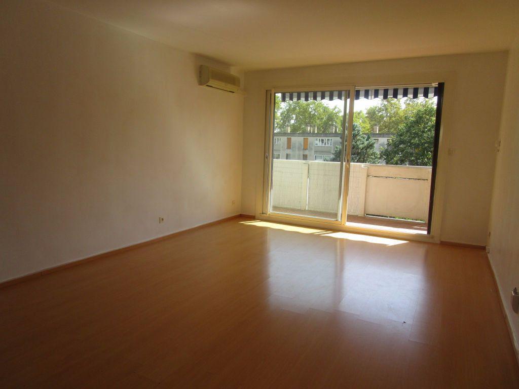 Appartement à louer 3 61m2 à Avignon vignette-2