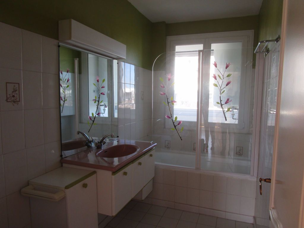 Appartement à louer 3 61m2 à Avignon vignette-4