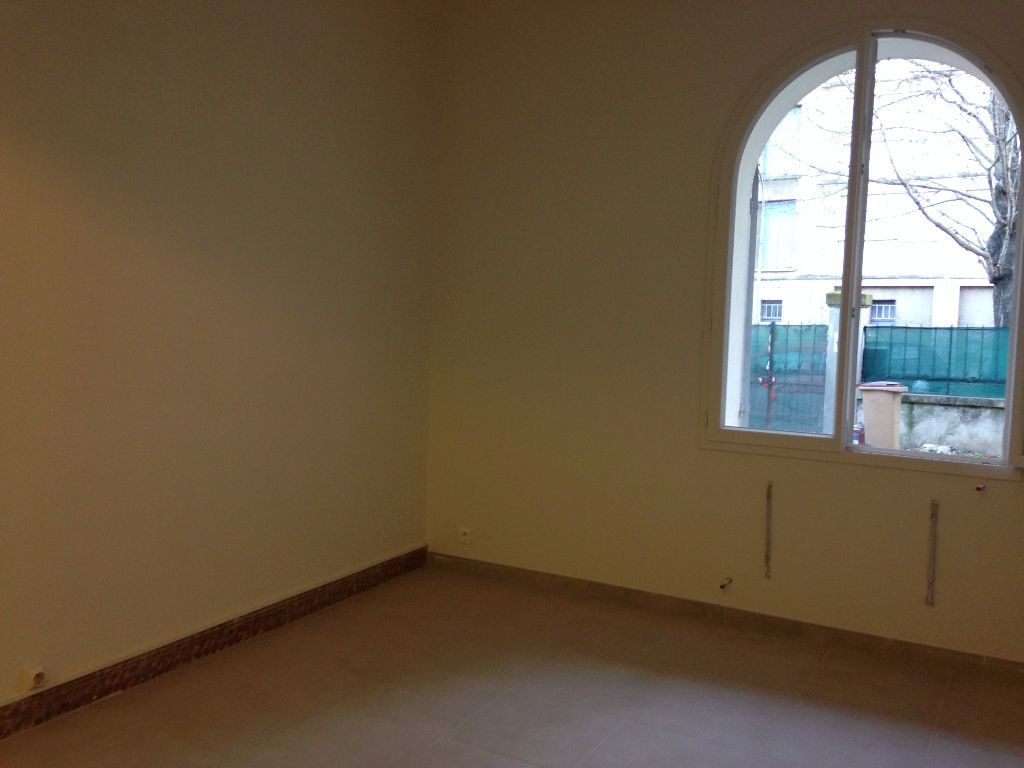 Appartement à louer 3 47.59m2 à Avignon vignette-2