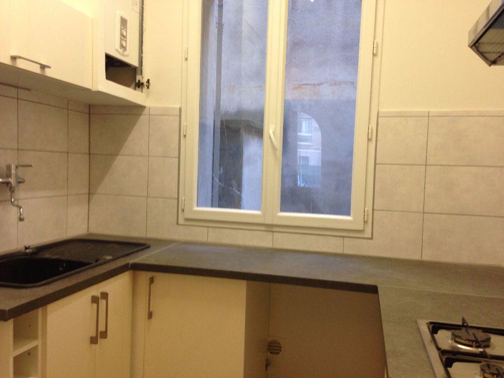 Appartement à louer 3 47.59m2 à Avignon vignette-3