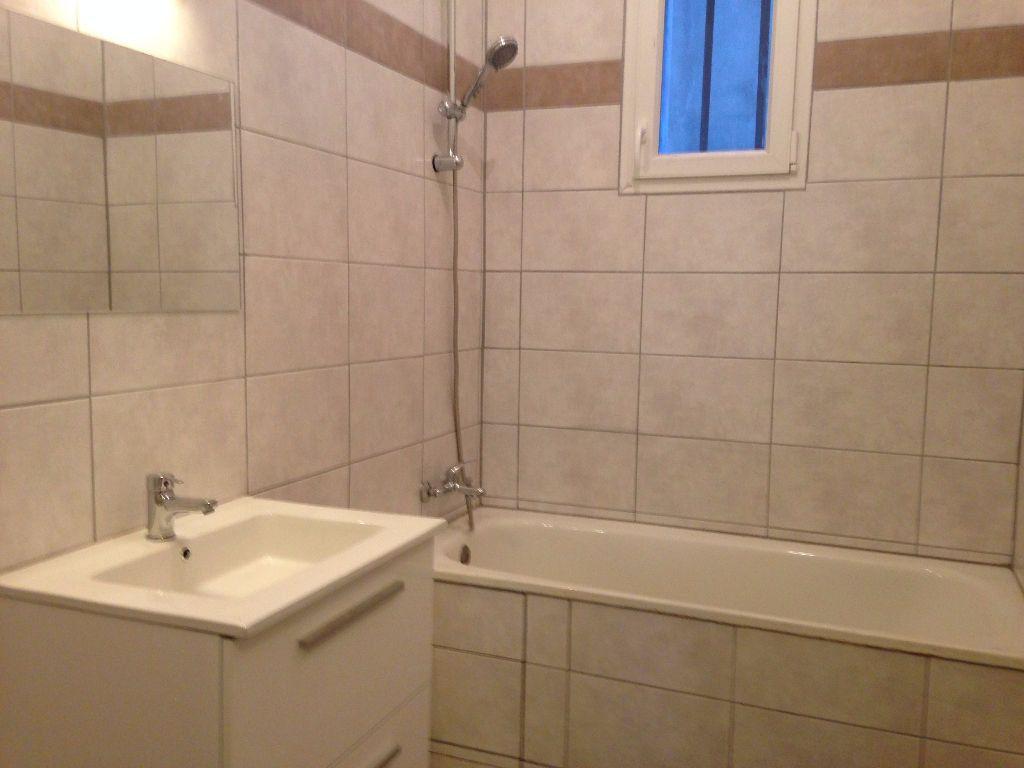 Appartement à louer 3 47.59m2 à Avignon vignette-4