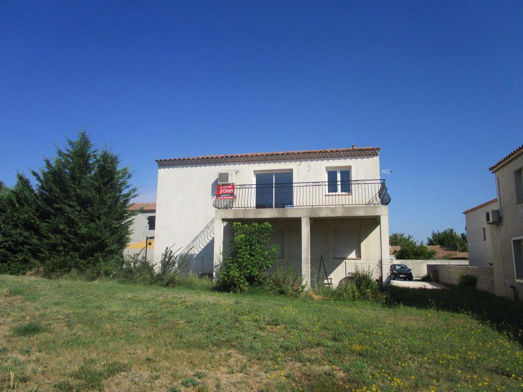 Appartement à louer 4 111m2 à Saint-Saturnin-lès-Avignon vignette-3