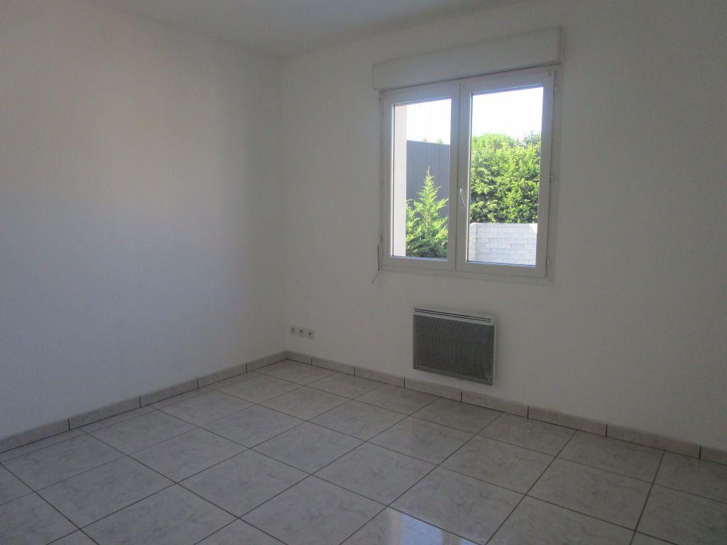 Appartement à louer 4 111m2 à Saint-Saturnin-lès-Avignon vignette-7