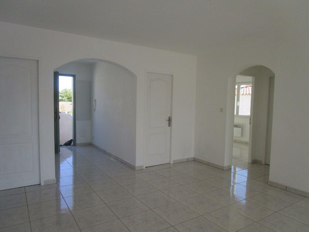 Appartement à louer 4 111m2 à Saint-Saturnin-lès-Avignon vignette-8