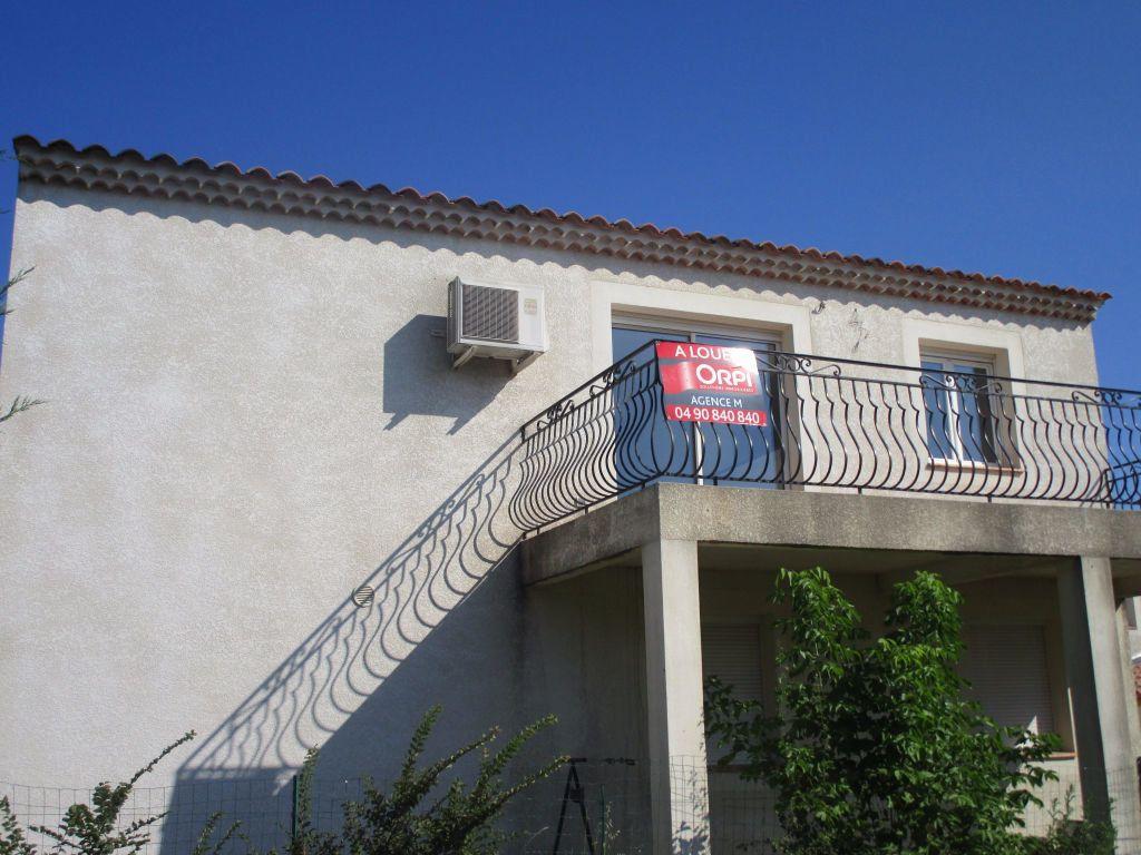 Appartement à louer 4 111m2 à Saint-Saturnin-lès-Avignon vignette-12