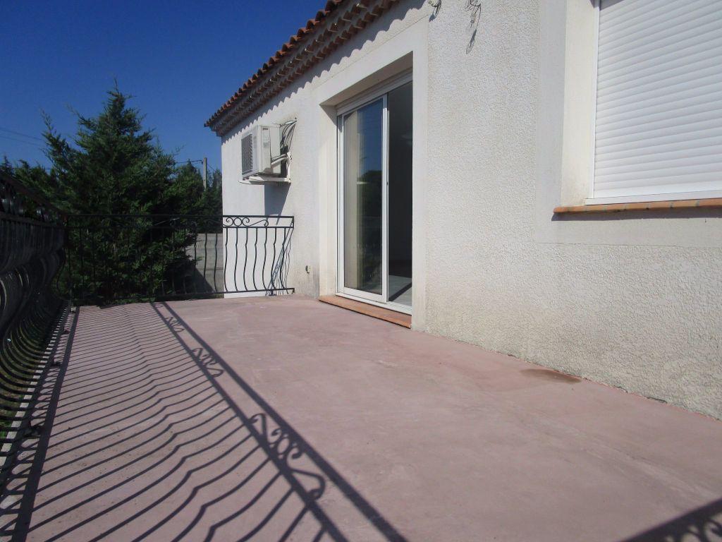 Appartement à louer 4 111m2 à Saint-Saturnin-lès-Avignon vignette-13