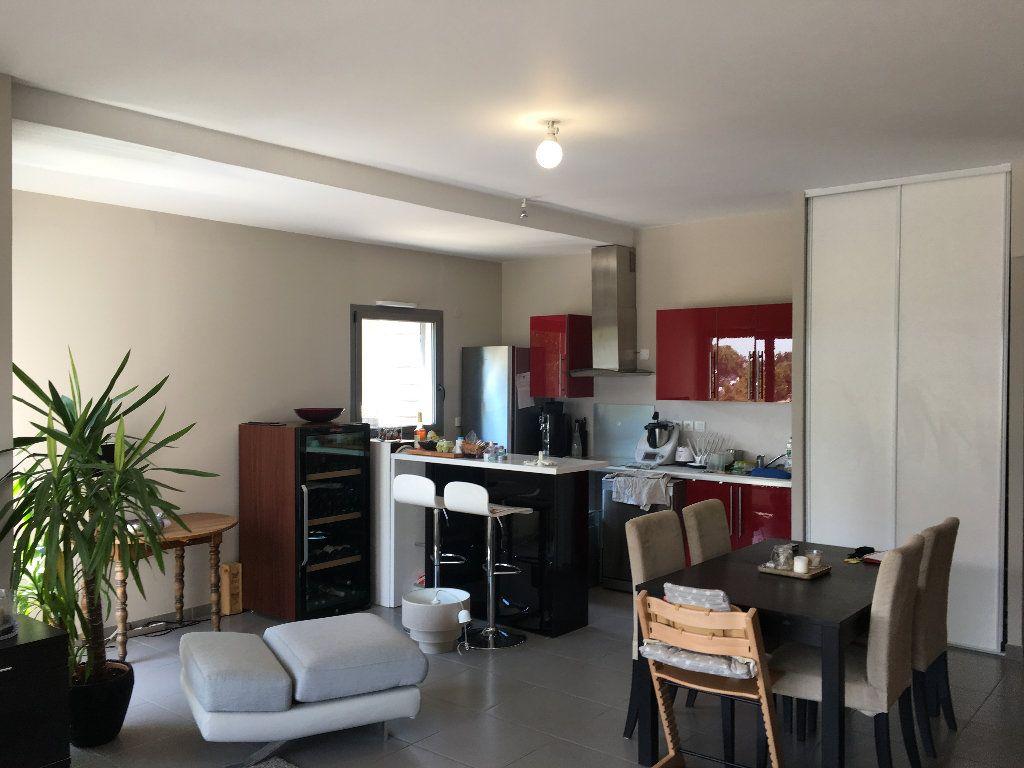 Appartement à louer 4 82.9m2 à Avignon vignette-2