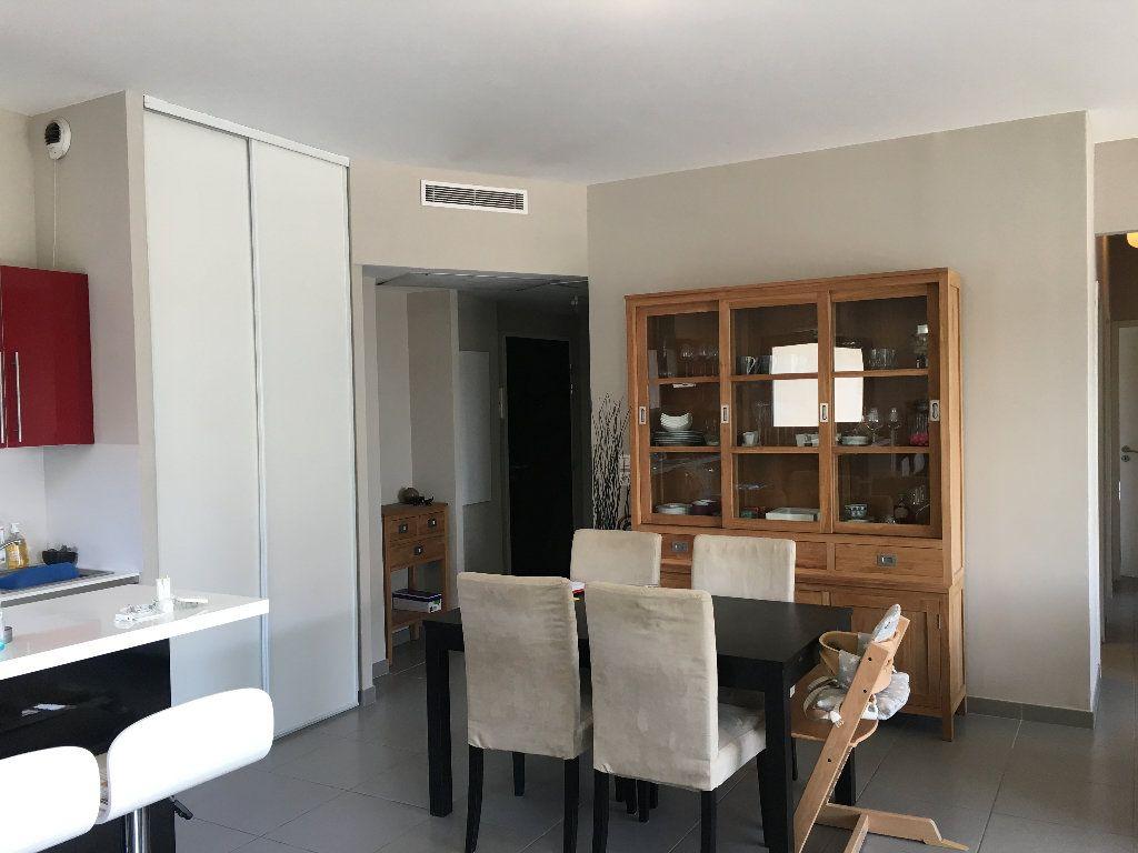 Appartement à louer 4 82.9m2 à Avignon vignette-3