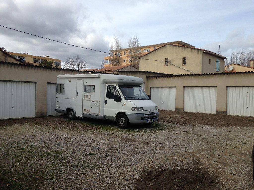 Stationnement à louer 0 16m2 à Avignon vignette-1