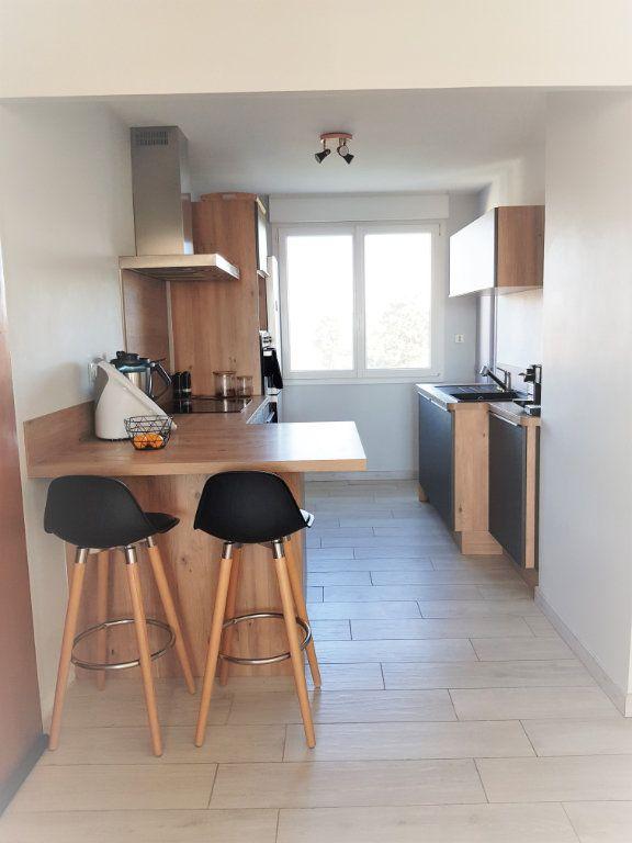 Appartement à louer 3 70.73m2 à Montfavet - Avignon vignette-6