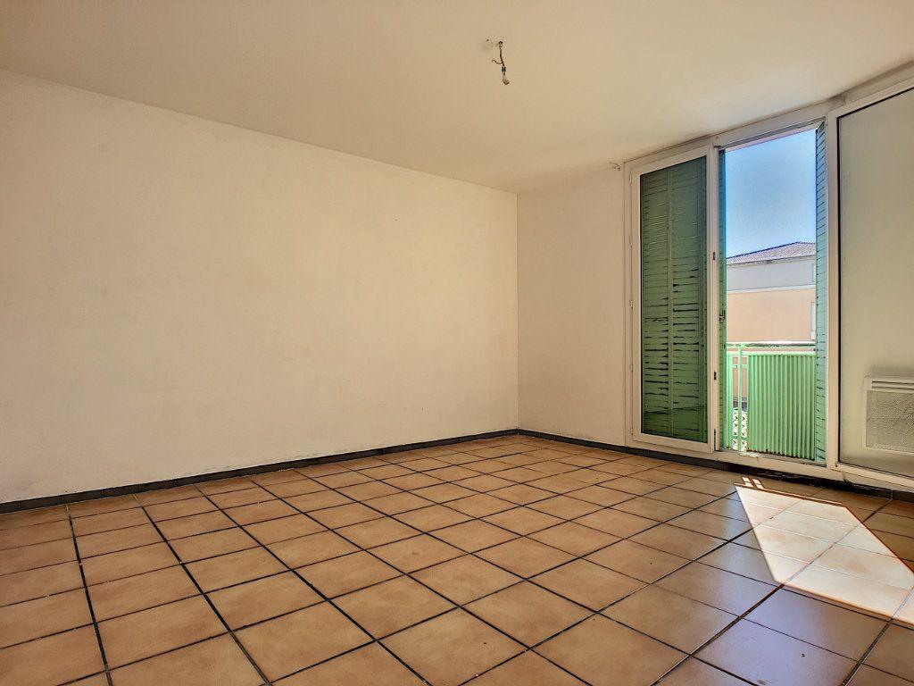 Appartement à vendre 4 64m2 à Avignon vignette-3