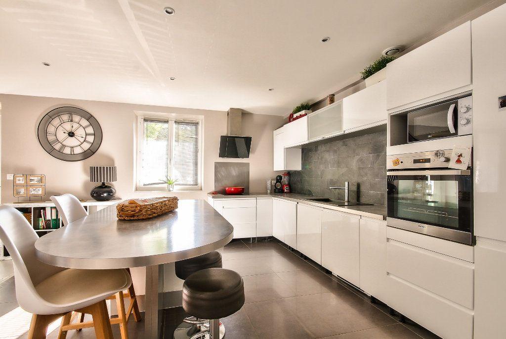 Appartement à vendre 4 122m2 à Saint-Sorlin-de-Vienne vignette-3
