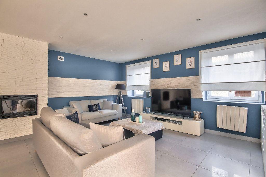 Appartement à vendre 4 122m2 à Saint-Sorlin-de-Vienne vignette-4