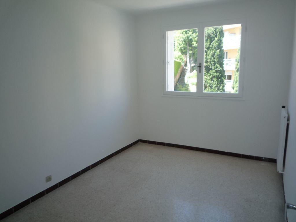 Appartement à louer 3 60.61m2 à Grasse vignette-3