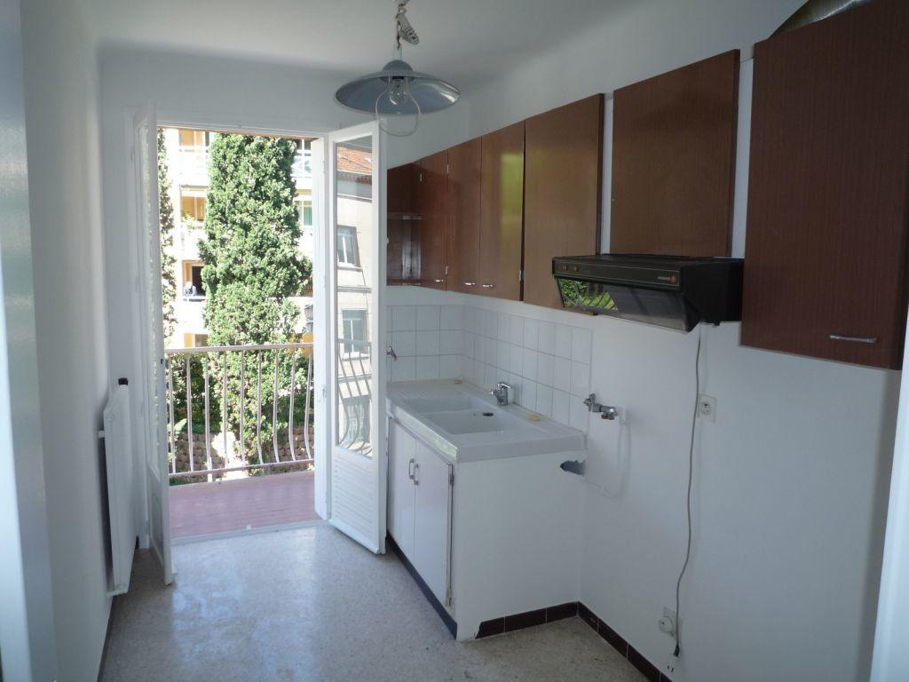 Appartement à louer 3 60.61m2 à Grasse vignette-5