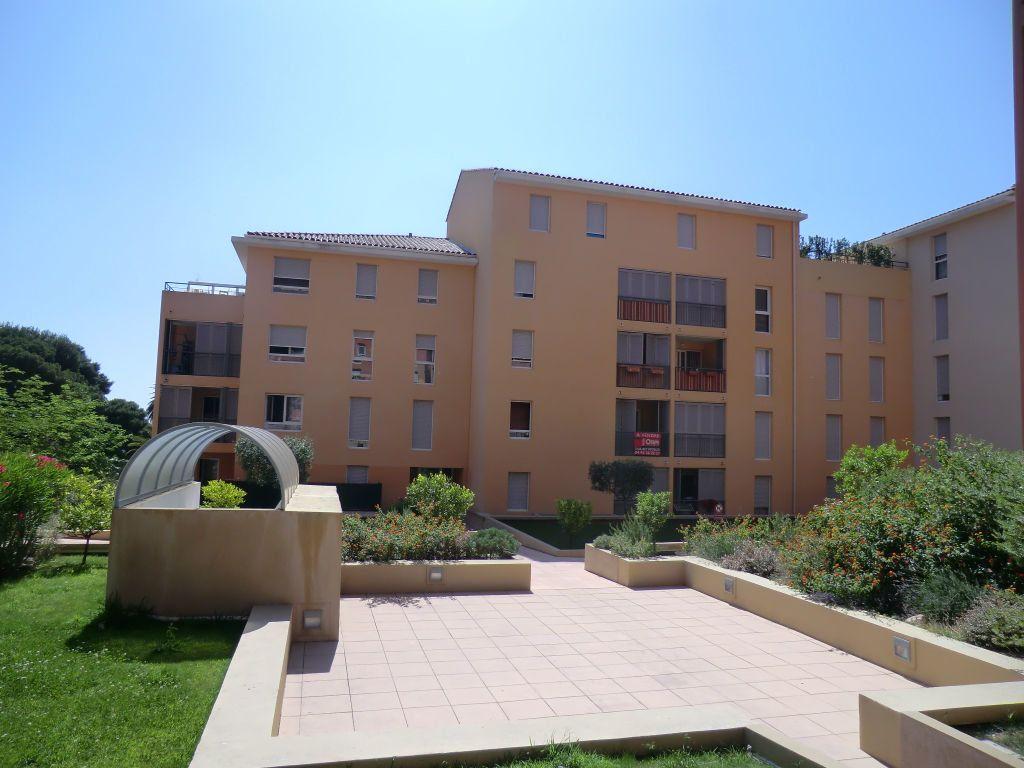 Appartement à louer 2 32m2 à Grasse vignette-1