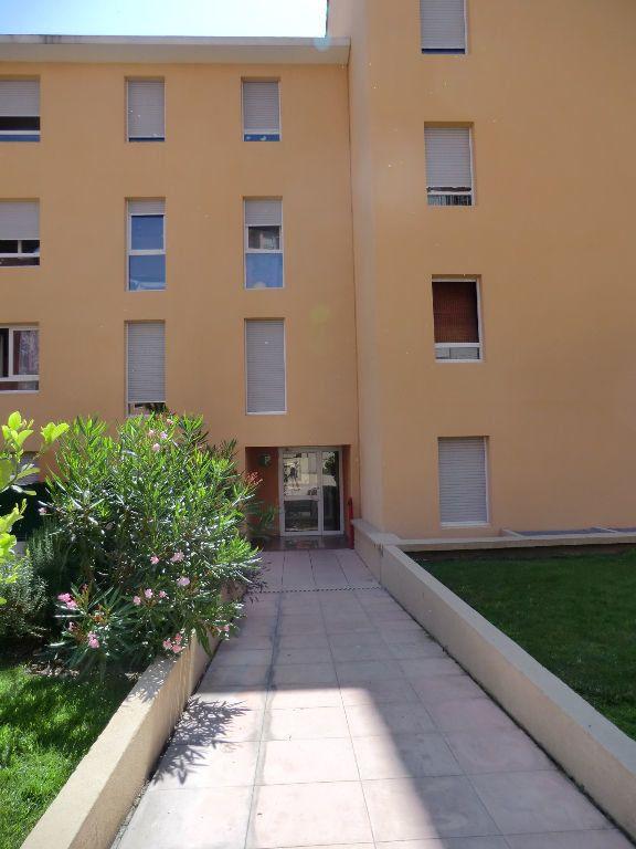 Appartement à louer 2 32m2 à Grasse vignette-2