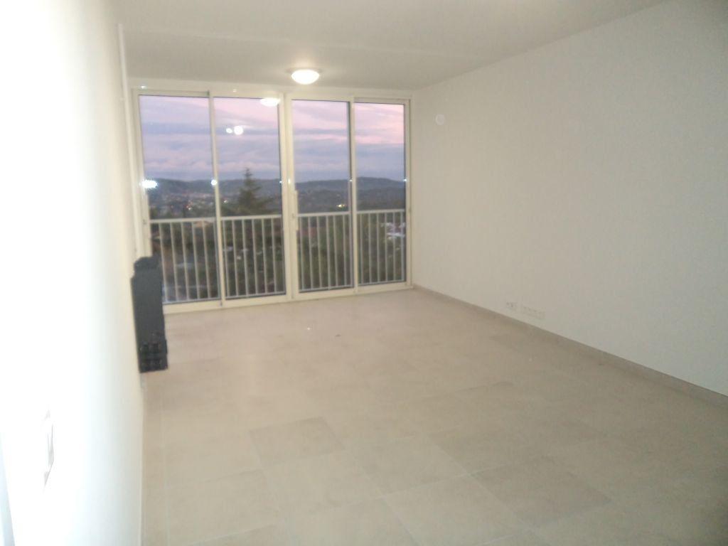Appartement à louer 2 54.7m2 à Grasse vignette-1