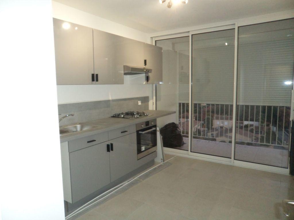 Appartement à louer 2 54.7m2 à Grasse vignette-2