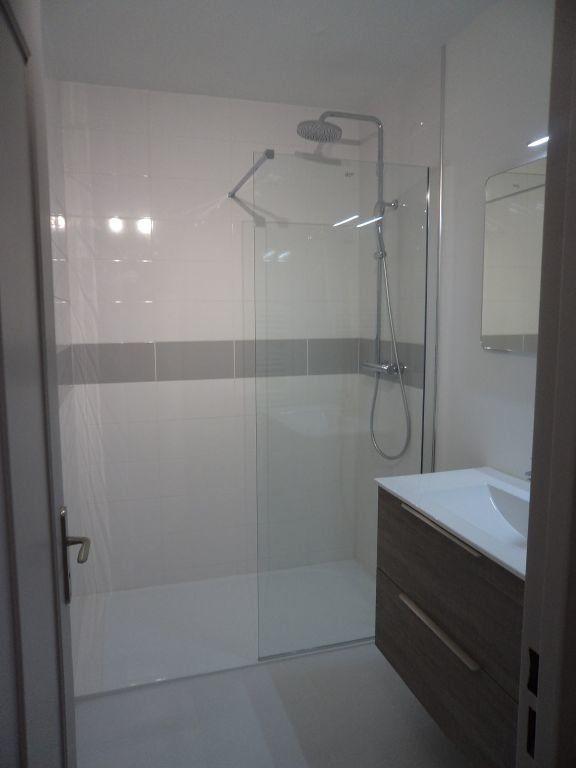 Appartement à louer 2 54.7m2 à Grasse vignette-3