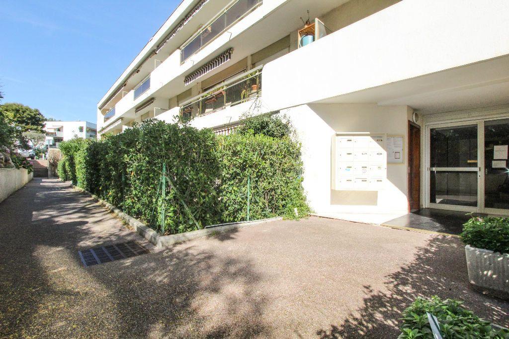 Appartement à vendre 4 77.05m2 à Antibes vignette-11