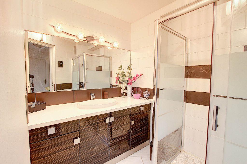 Appartement à vendre 3 73m2 à Juan-les-Pins - Antibes vignette-5