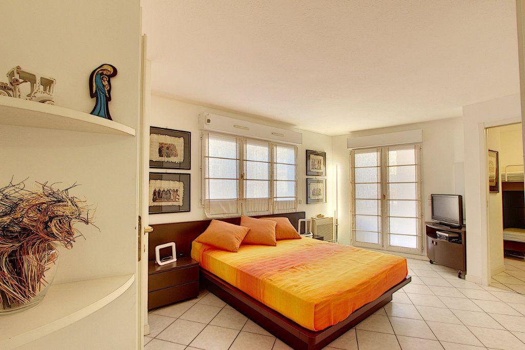 Appartement à vendre 4 85m2 à Juan-les-Pins - Antibes vignette-2
