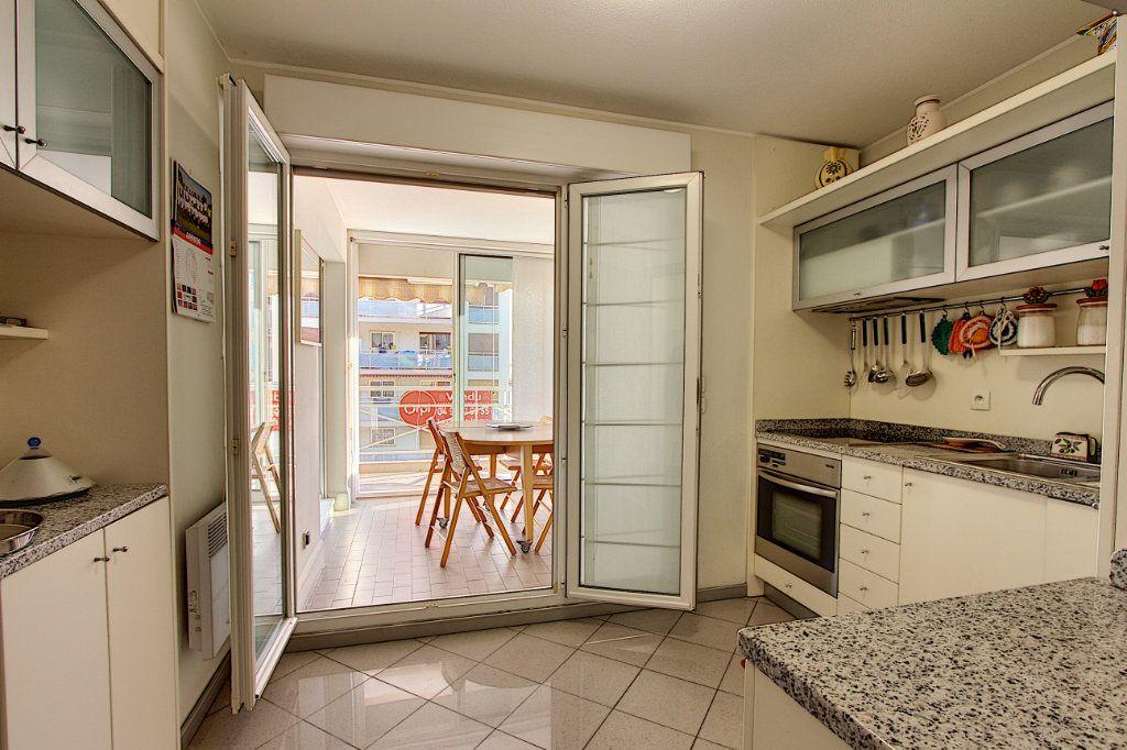 Appartement à vendre 4 85m2 à Juan-les-Pins - Antibes vignette-4