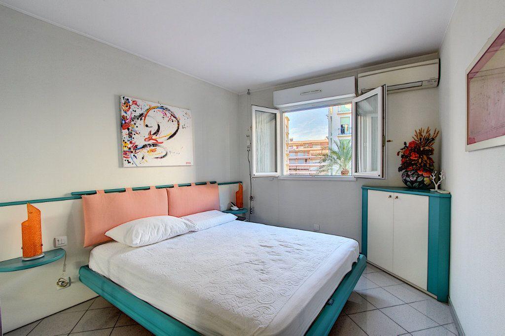 Appartement à vendre 4 85m2 à Juan-les-Pins - Antibes vignette-7