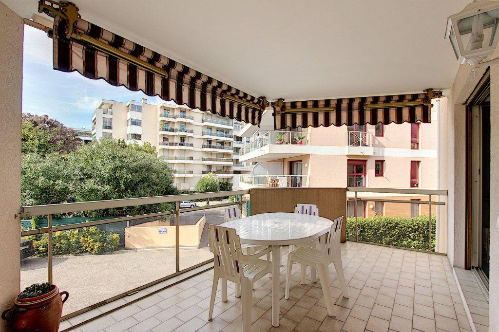 Appartement à vendre 2 49m2 à Juan-les-Pins - Antibes vignette-1