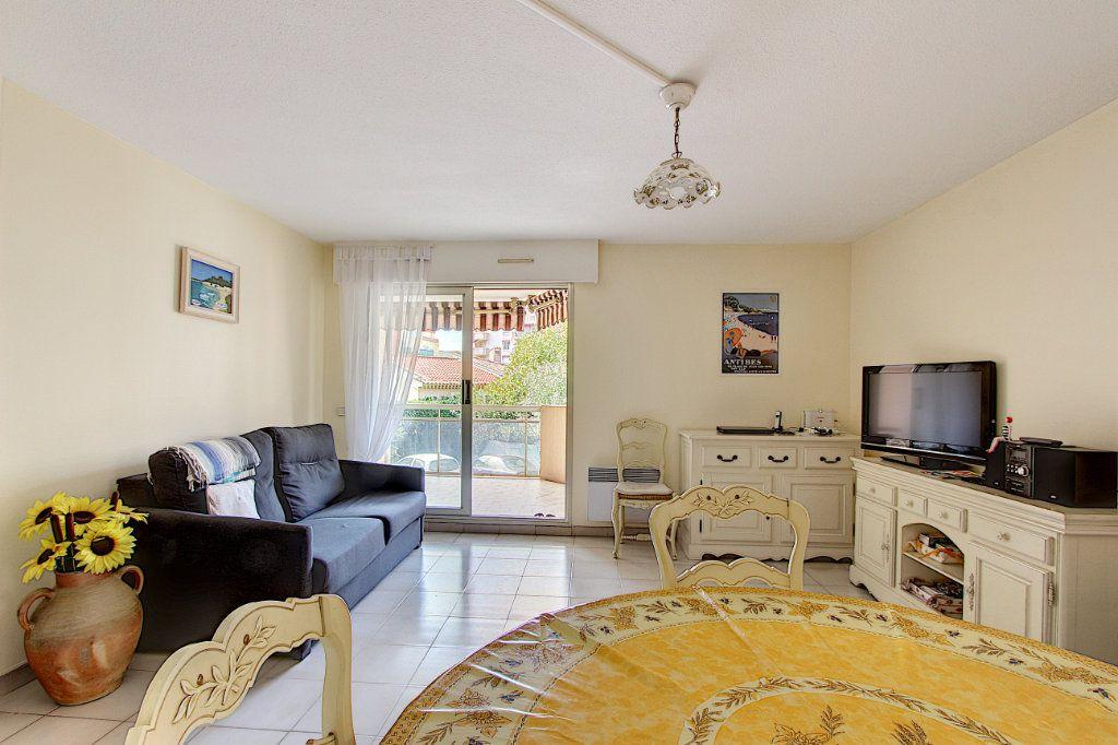 Appartement à vendre 2 49m2 à Juan-les-Pins - Antibes vignette-2