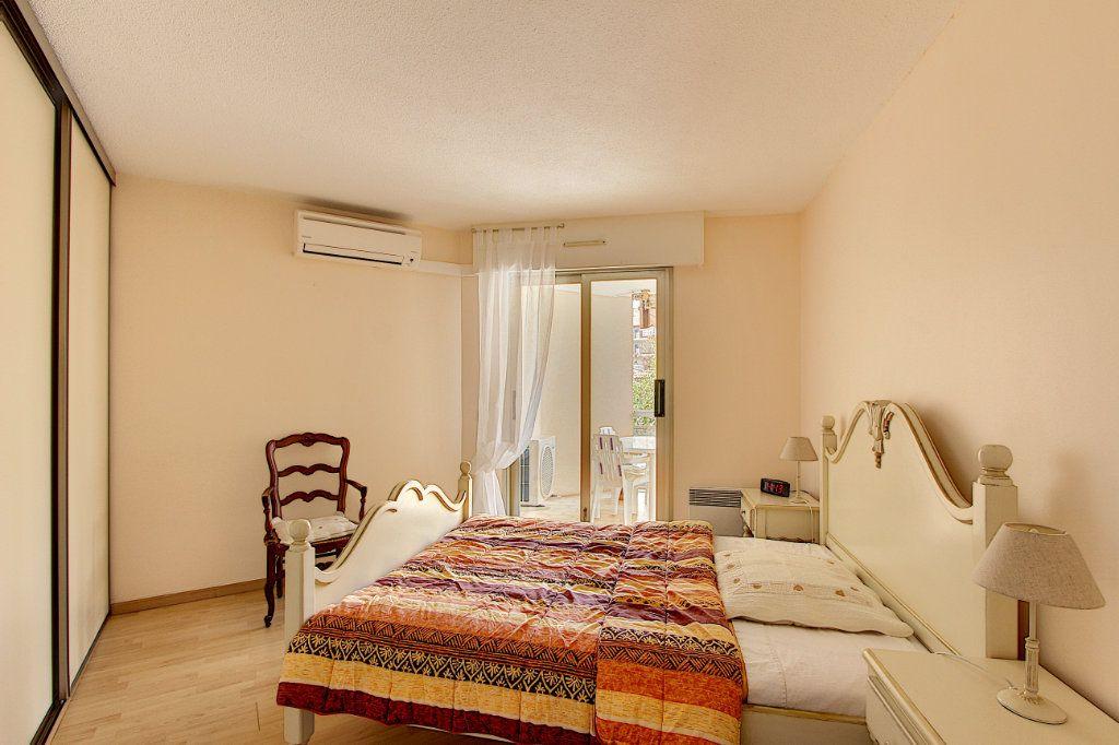 Appartement à vendre 2 49m2 à Juan-les-Pins - Antibes vignette-4