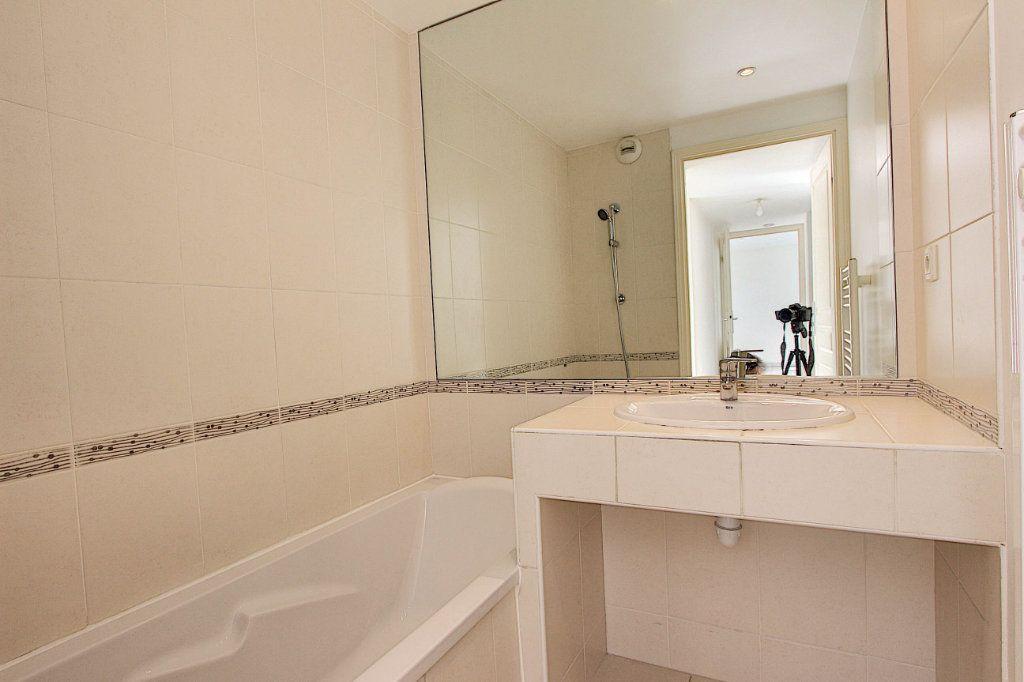 Appartement à vendre 3 66m2 à Juan-les-Pins - Antibes vignette-3