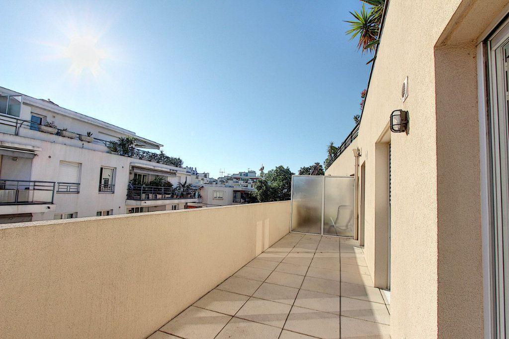 Appartement à vendre 3 66m2 à Juan-les-Pins - Antibes vignette-9