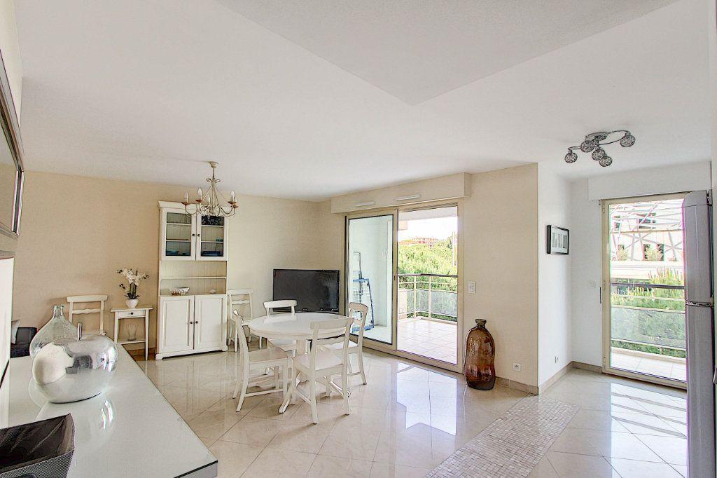 Appartement à vendre 3 66m2 à Juan-les-Pins - Antibes vignette-2
