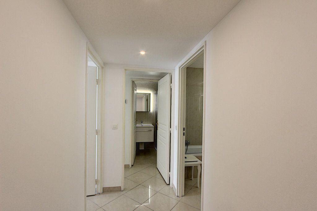 Appartement à vendre 3 66m2 à Juan-les-Pins - Antibes vignette-6