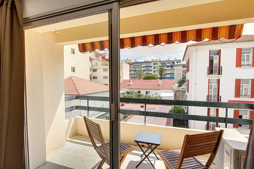 Appartement à vendre 2 42.44m2 à Juan-les-Pins - Antibes vignette-4