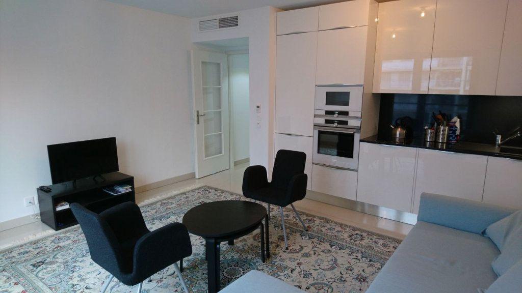 Appartement à vendre 1 30m2 à Juan-les-Pins - Antibes vignette-1