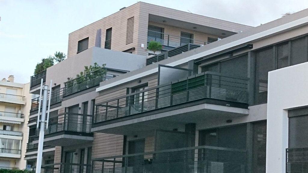 Appartement à vendre 1 30m2 à Juan-les-Pins - Antibes vignette-3
