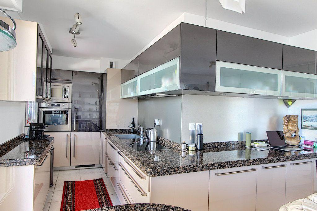 Appartement à vendre 3 83m2 à Juan-les-Pins - Antibes vignette-3