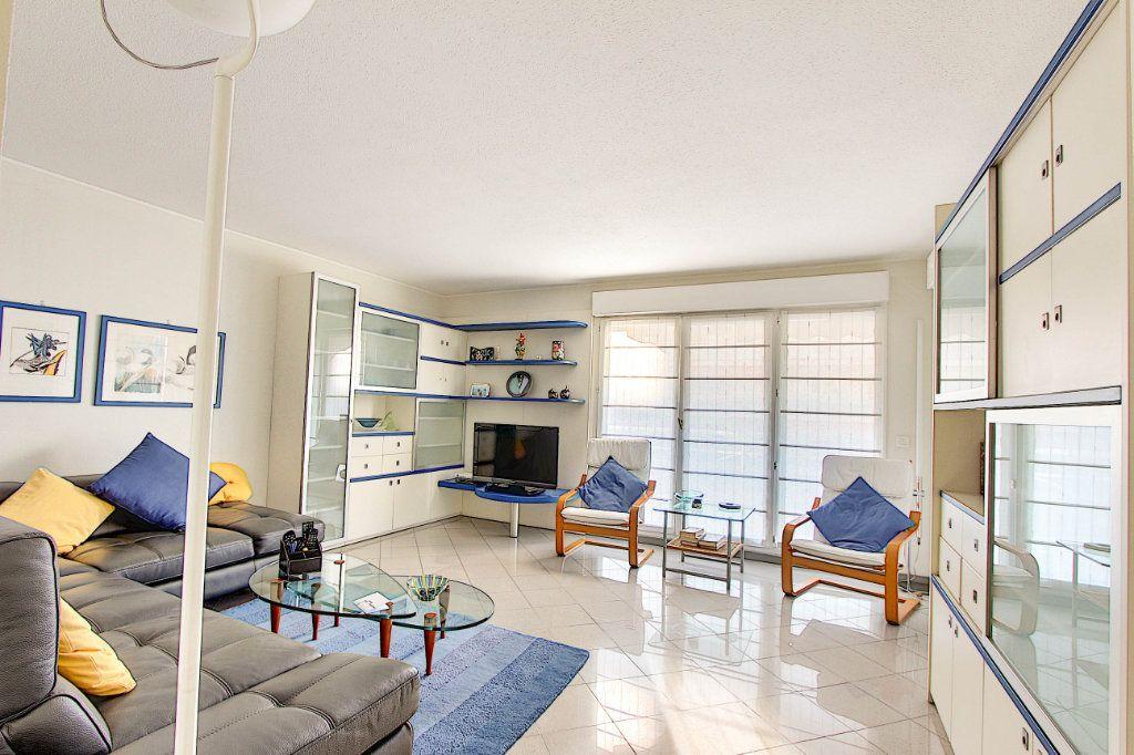 Appartement à vendre 2 53m2 à Juan-les-Pins - Antibes vignette-1