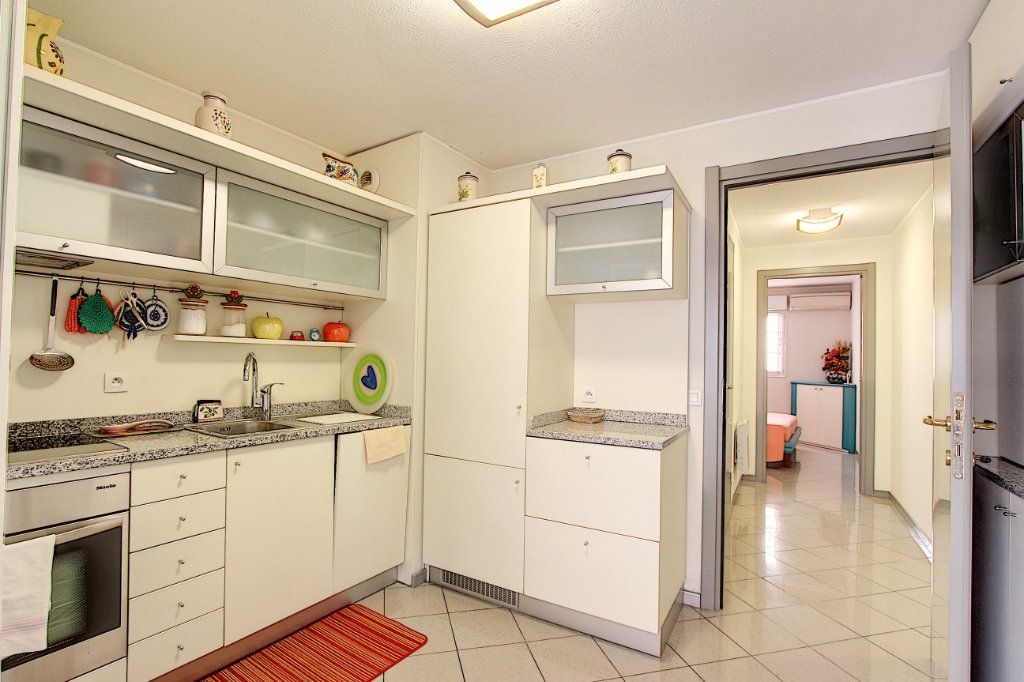 Appartement à vendre 2 53m2 à Juan-les-Pins - Antibes vignette-2