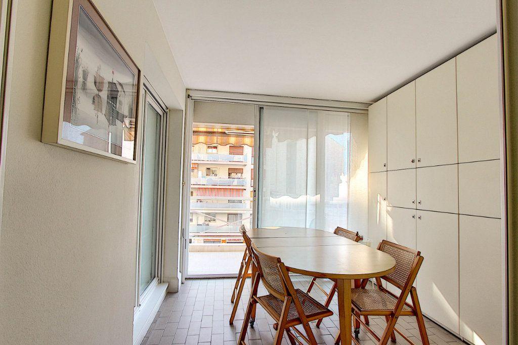 Appartement à vendre 2 53m2 à Juan-les-Pins - Antibes vignette-3